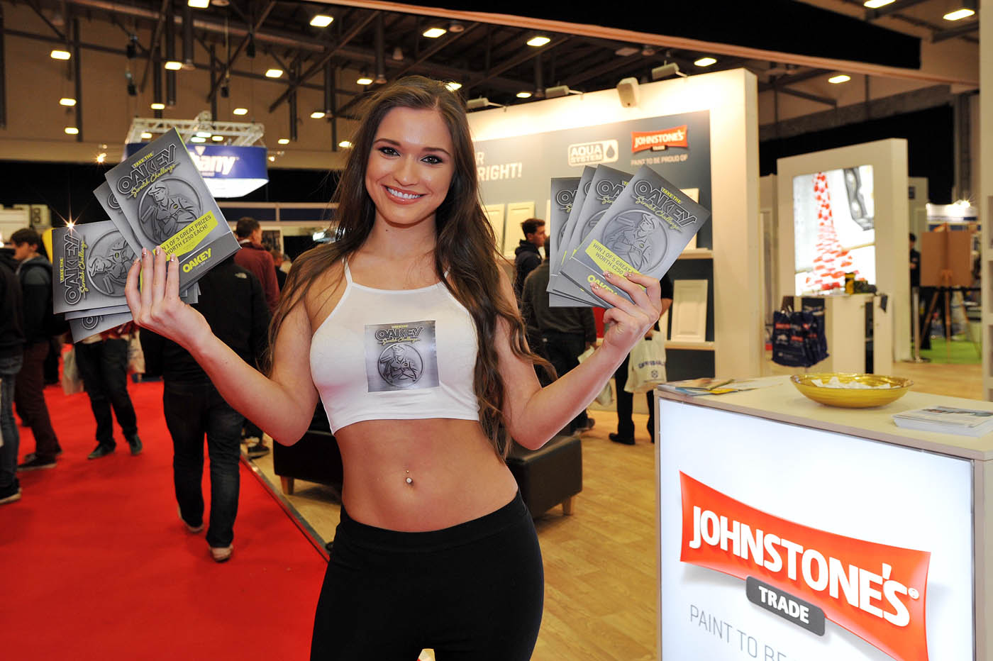 PD Show Girl With Oakey Leaflets